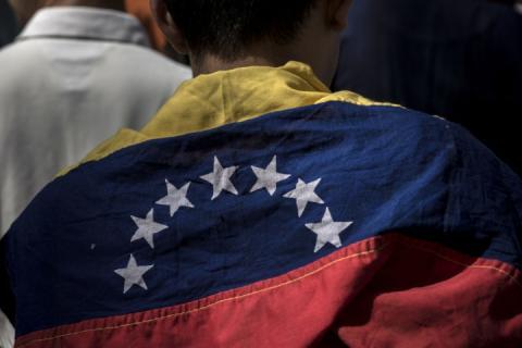 «Гарячі» події у Венесуелі: силовики заблокували поставки гуманітарної допомоги в країну