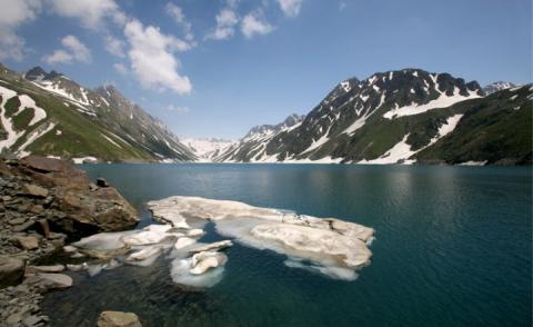 Почали танути величезні льодовики в Гімалаях