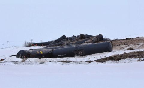 У Канаді зійшли з рейок 37 вагонів з нафтою