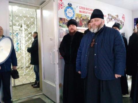 Митрополита УПЦ МП затримували на Донбасі, в поліції пояснюють навіщо
