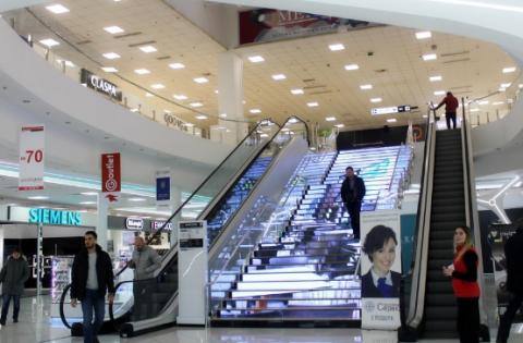 У київському ТЦ на LED-сходах з