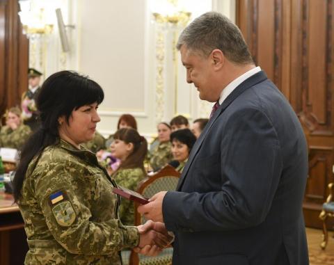 Президент нагородив жінок-військових: Ви цементуєте нашу оборону – ви наші берегині