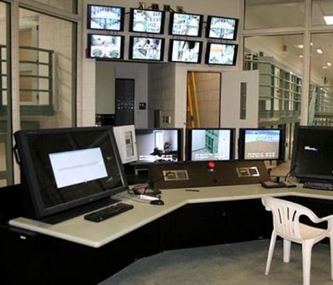 В'язниця Манафорта: незамкнені двері, заняття з музики і спальні для гостей