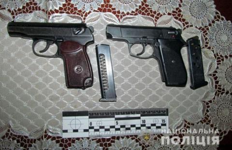 Під час сварки двох родин чоловік підстрелив 3 жінок і підлітка