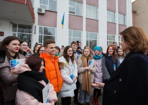 На Сумщині Марина Порошенко ознайомилася із системою соціальних послуг для людей