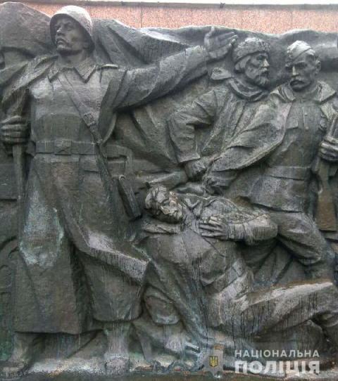 Монументу Слави у Рівному відпиляли пальці і ніс