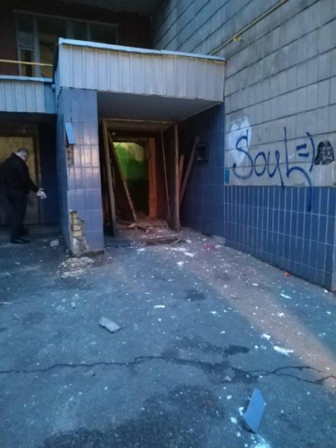 У столичному під'їзді пролунав вибух: є потерпілий