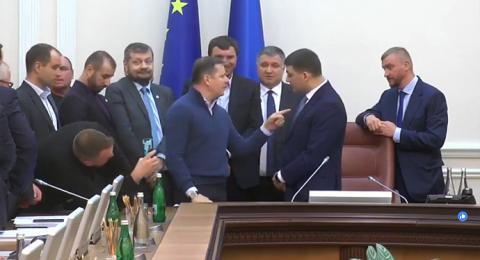 """""""Нащо з ворюгою контракт підписав?"""" – Ляшко увірвався на засідання уряду"""