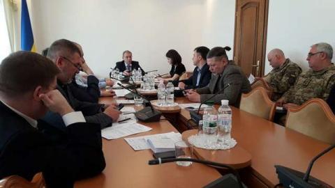 Комітет з питань національної безпеки і оборони рекомендує Верховній Раді України прийняти за основу проект Закону про внесення змін до деяких законів України щодо посилення контролю за в