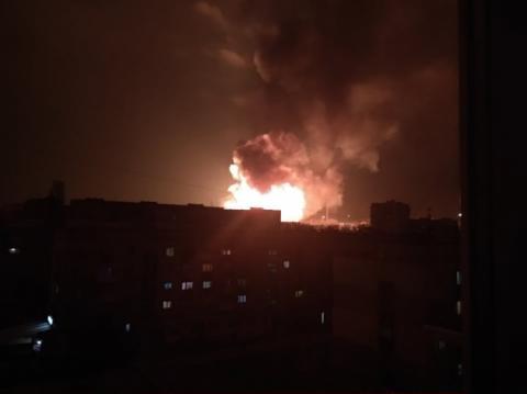 У Кропивницькому пролунали вибухи і спалахнула пожежа