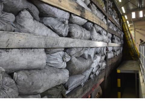 Замість вугілля до Румунії намагались вивезти у мішках понад 160 тисяч пачок цигарок