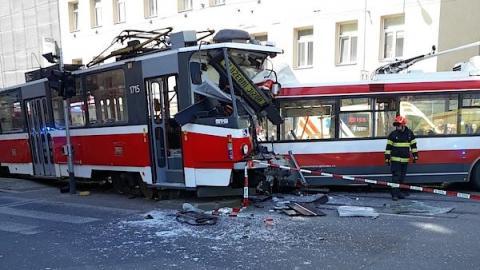 У Чехії до 40 людей постраждали у зіткненні трамвая з тролейбусом