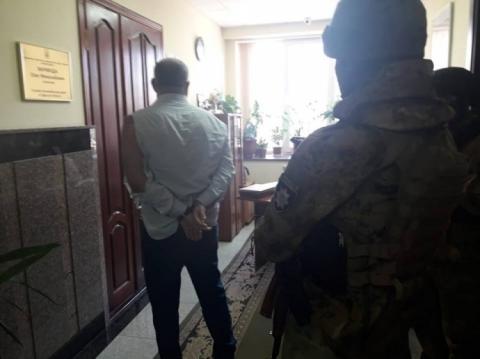 """Розшукуваний одеський бізнесмен з """"тітушками"""" увірвався до автодору"""