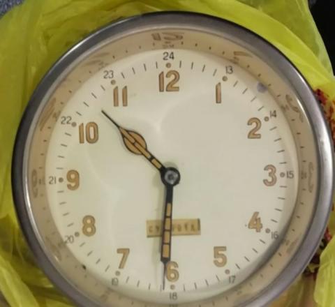Австрієць заявив на кордоні, що на ринку у Києві купив радіаційний годинник