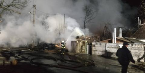 Пожежу у приватному секторі Києва ліквідували, жертв немає