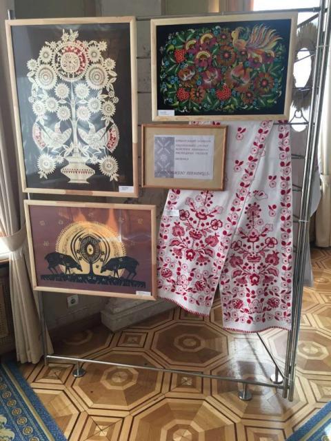 Експозицію «Відроджені традиції» представили у парламенті майстри декоративно-прикладного мистецтва