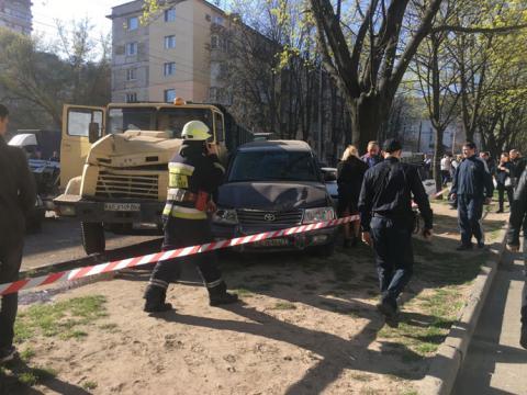 Масштабна ДТП в Дніпрі: у КрАЗа на ходу відмовили гальма, він таранив авто