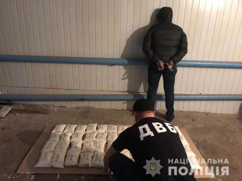 Поліція викрила велике наркоугрупування: 32 затриманих
