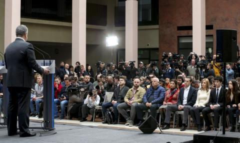 Президент Петро Порошенко прибув на НСК «Олімпійський» для участі в дебатах та чекає на Володимира Зеленського