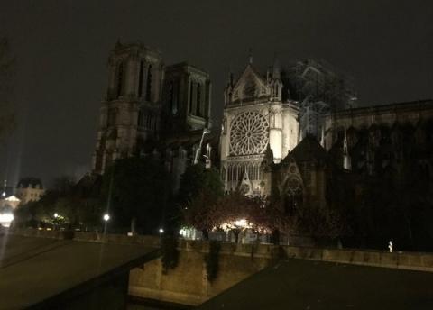 З'явилися перші фото з Собору Паризької Богоматері після пожежі