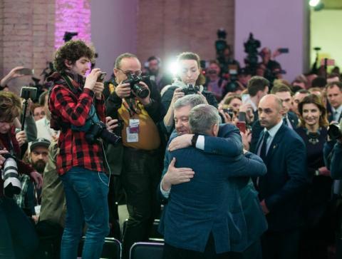 Ми не виграли бій, але не програли битву - Петро Порошенко про своє рішення залишитись в політиці