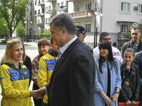 Ви зразок для тисяч військовослужбовців і мільйонів українців того, що таке сила українського воїна – Президент зустрівся з учасниками Національної збірної «Inviktus Games»