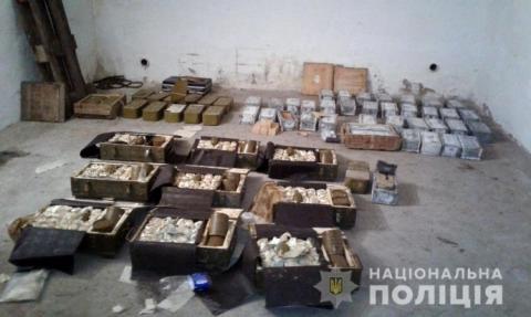 На Чернігівщині військовий пенсіонер набив гараж боєприпасами