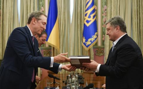 Маємо забезпечити єдність і збереження демократичних цінностей заради майбутнього вільної України – Президент на презентації фільму «Від рабства до свободи»
