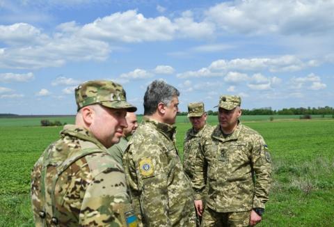 Глава держави на Донеччині відвідав місце бою за 10-й блок-пост та вшанував пам