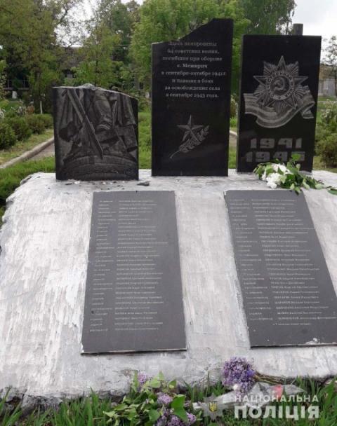 Під Севастополем розбили пам'ятник загиблим на війні кримським татарам