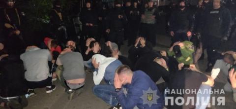 Вінниця: поліція затримала 50 молодиків, які захопили завод
