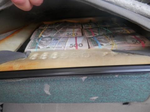 Пенсіонер намагався вивезти з окупованого Донецька 5 млн готівки