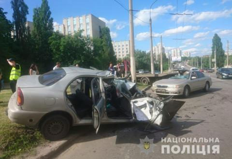 У ДТП за участю евакуатора постраждали 4 людини