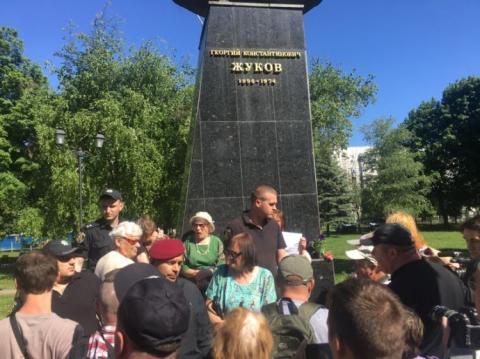 У Харкові сталися сутички на мітингу проти повернення проспекту Жукова