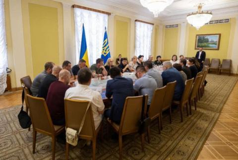 Як прискорити звільнення полонених: Зеленський провів зустріч в АП