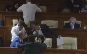 Стара влада пропонує переговори новій коаліції у Молдові