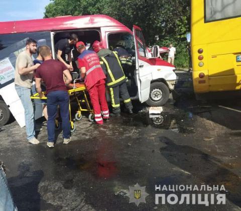 У зіткненні маршруток постраждали 26 людей, троє – в реанімації