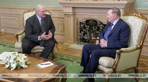 Кучма зустрівся з Лукашенком