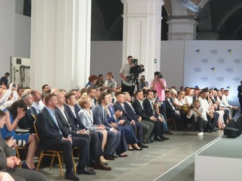 Разом із Гройсманом на вибори піде частина міністрів та депутати НФ