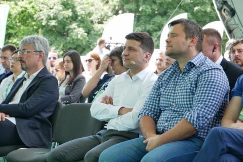 У першій десятці партії Зеленського люди зі штабу, борець і гендиректор 1+1