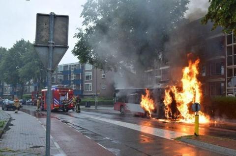 У Нідерландах загорівся рейсовий автобус з 50 людьми на борту