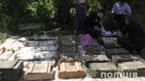 У саду селянина відкопали один з найбільших в Україні складів боєприпасів
