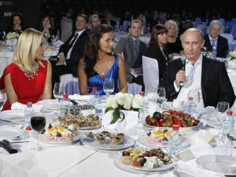 Актриса Орнелла Муті отримала умовний термін і штраф через вечерю з Путіним