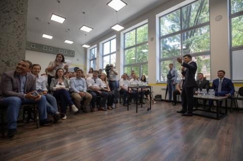 Володимир Зеленський у Маріуполі зустрівся з прогресивною молоддю та представниками бізнесу