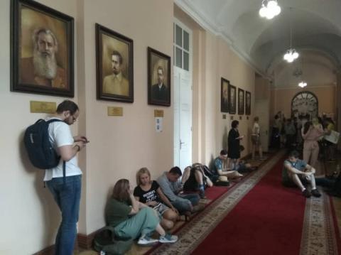 Протест проти Портнова: Студенти КНУ ночуватимуть під кабінетом ректора