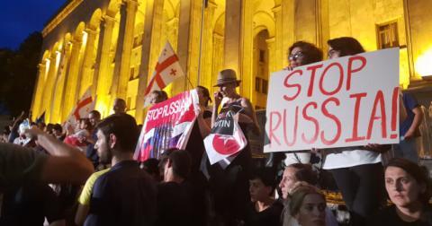 Протест у Тбілісі: вимоги виборів і відставки глави МВС, силовики не втручаються