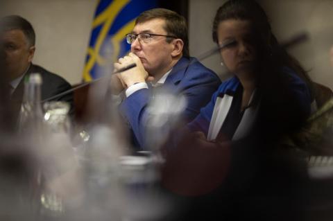 Українці чекають належної реакції правоохоронних органів на розкрадання в оборонно-промисловому комплексі – Президент