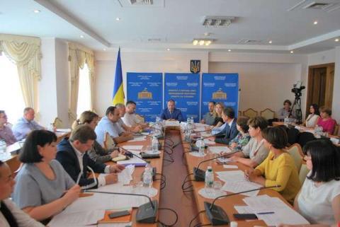Комітет з питань сім'ї, молодіжної політики, спорту та туризму рекомендує Верховній Раді прийняти за основу та в цілому проект Постанови про соціальне становище дітей та невідкладні заходи з удосконалення діяльності захисту прав дитини в Україні