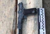 На Рівненщині при розбиранні старої будівлі поліції знайшли схрон зі зброєю