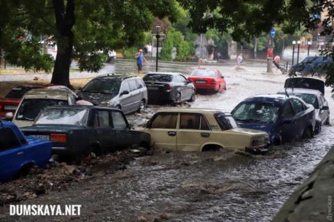 Через зливу в Одесі підтопило вулиці